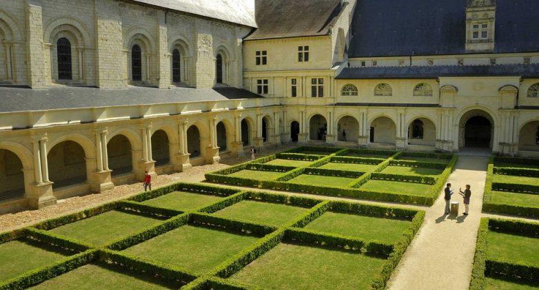 топиари в монастыре