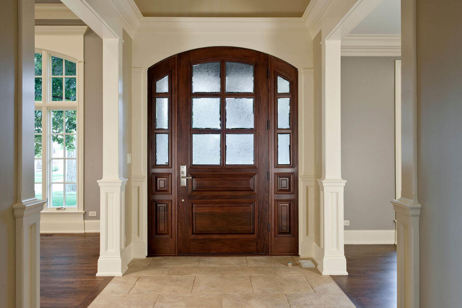 арочный проем над дверью
