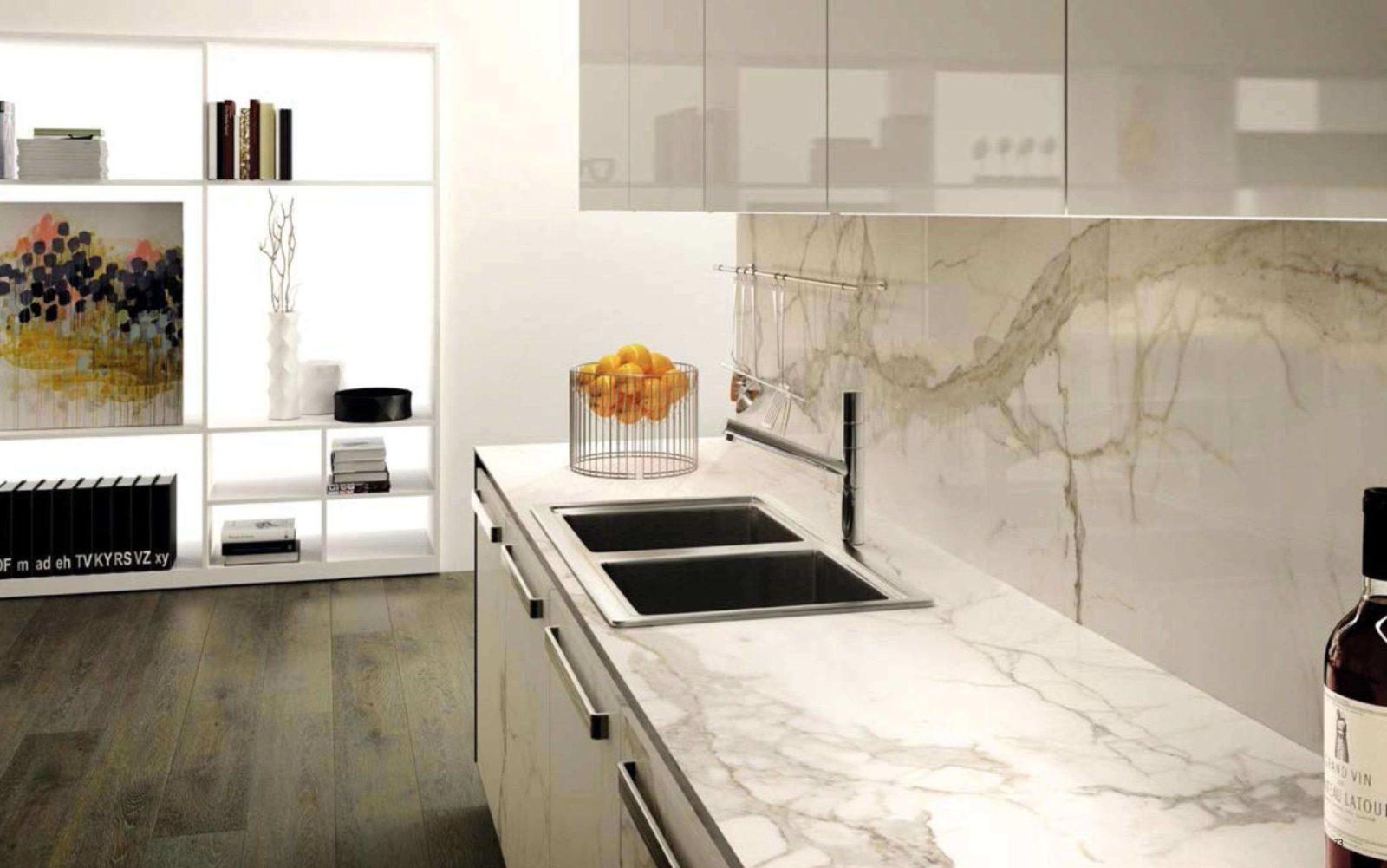 кухонный фартук из мрамора в интерьере кухни фото